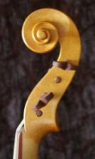 Frühbarock-Bratsche (Tenorgeige) nach ikonographischen Quellen/ Instrumente des Freiberger Domes / Caroline Zillmann Meißen 2010 / Korpuslänge 45 cm, Saitenlänge 39 cm